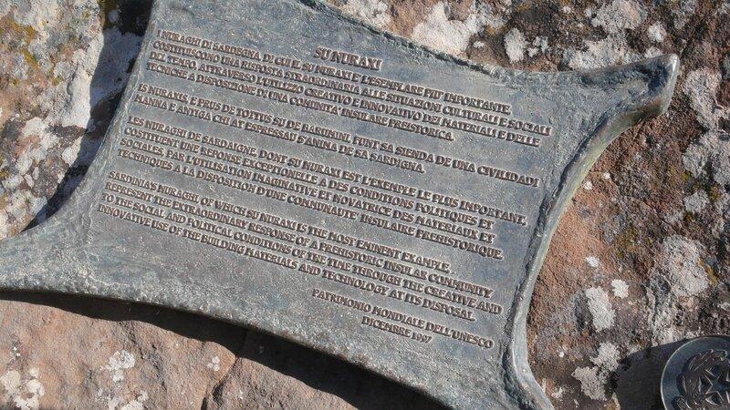 SU NURAXI à BARUMINI pierres volcaniques basalthe