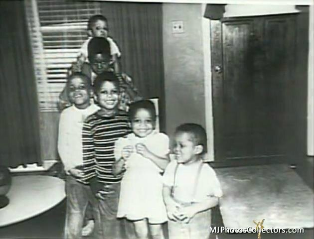 (From bottom to top) Marlon, Latoya, Jermaine, Tito, Jackie & Michael