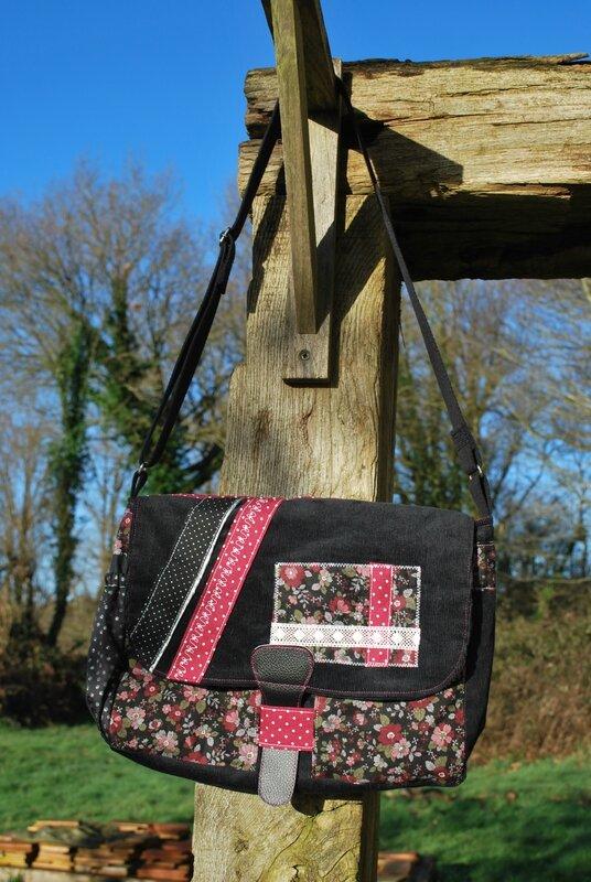 sac besace noir et rose 005