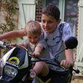 2008 06 Meo et Theo moto
