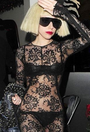 folle_tenue_lady_gaga_string_robe_transparent_L_1