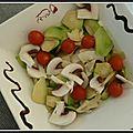Salade d'avocats, champignons frais et tomates cerises