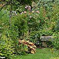 Petit banc en pierre dans l'Eden d'André EVE.