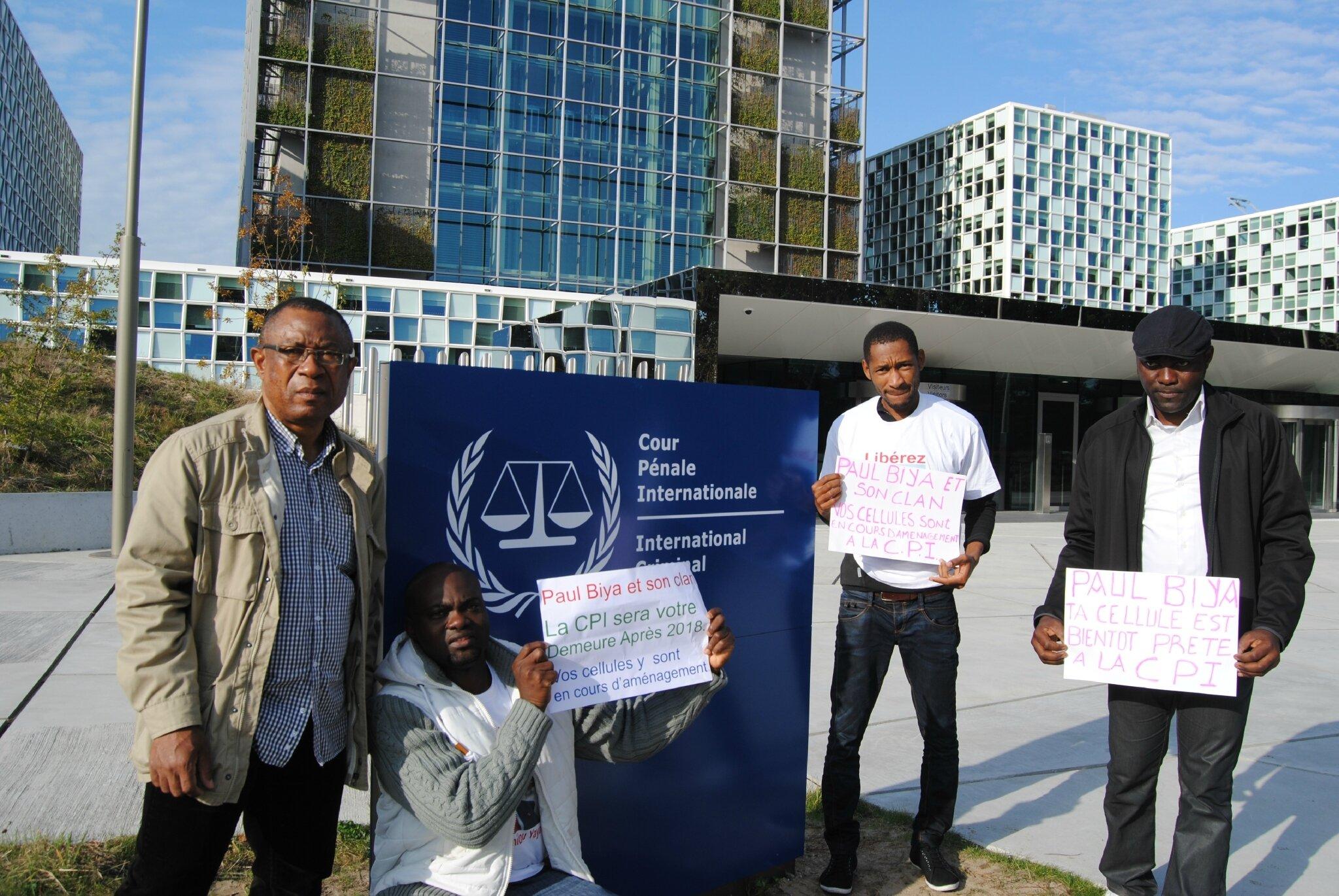 Bruyante manifestation des associations patriotiques camerounaises à la Haye