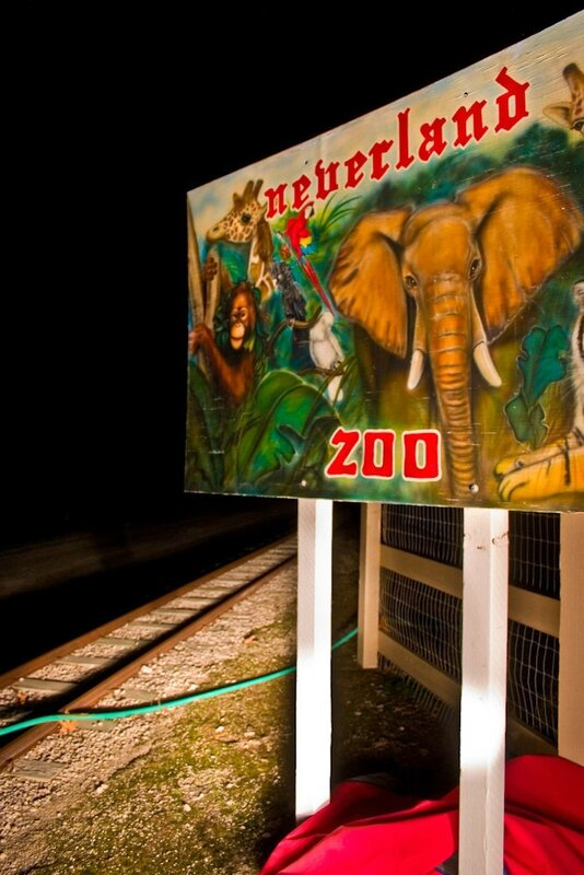 Neverland-Zoo-Sign-neverland-valley-ranch-19439417-667-1000