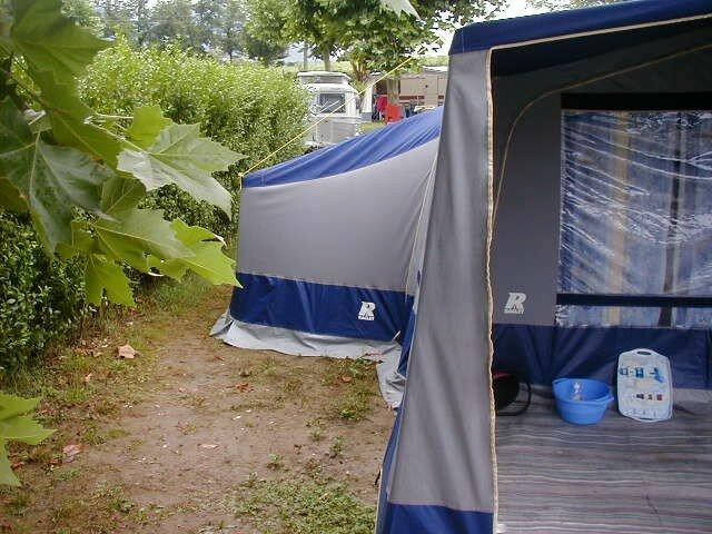 vue exterieure chambre annexe photo de caravanes caravane pliante toile raclet. Black Bedroom Furniture Sets. Home Design Ideas