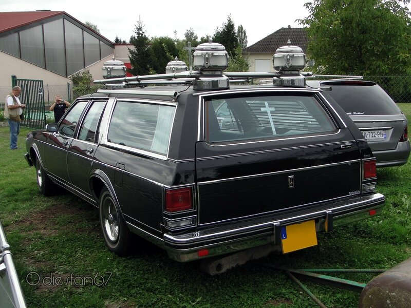 oldsmobile-custom-cruiser-wagon-corbillard-2