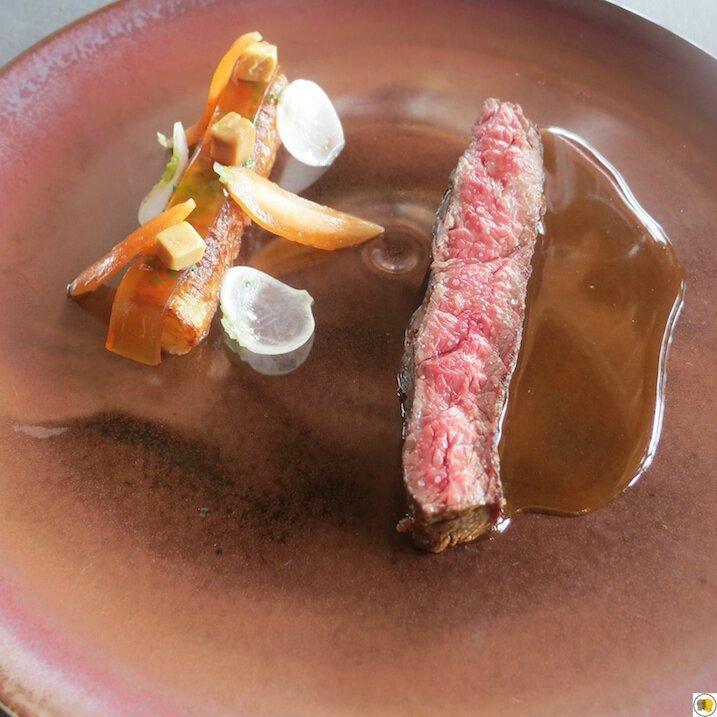 Boeuf wagyu, navet en tube, foie gras