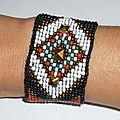 e) Bracelet Manchette'Native American' en perles tissées