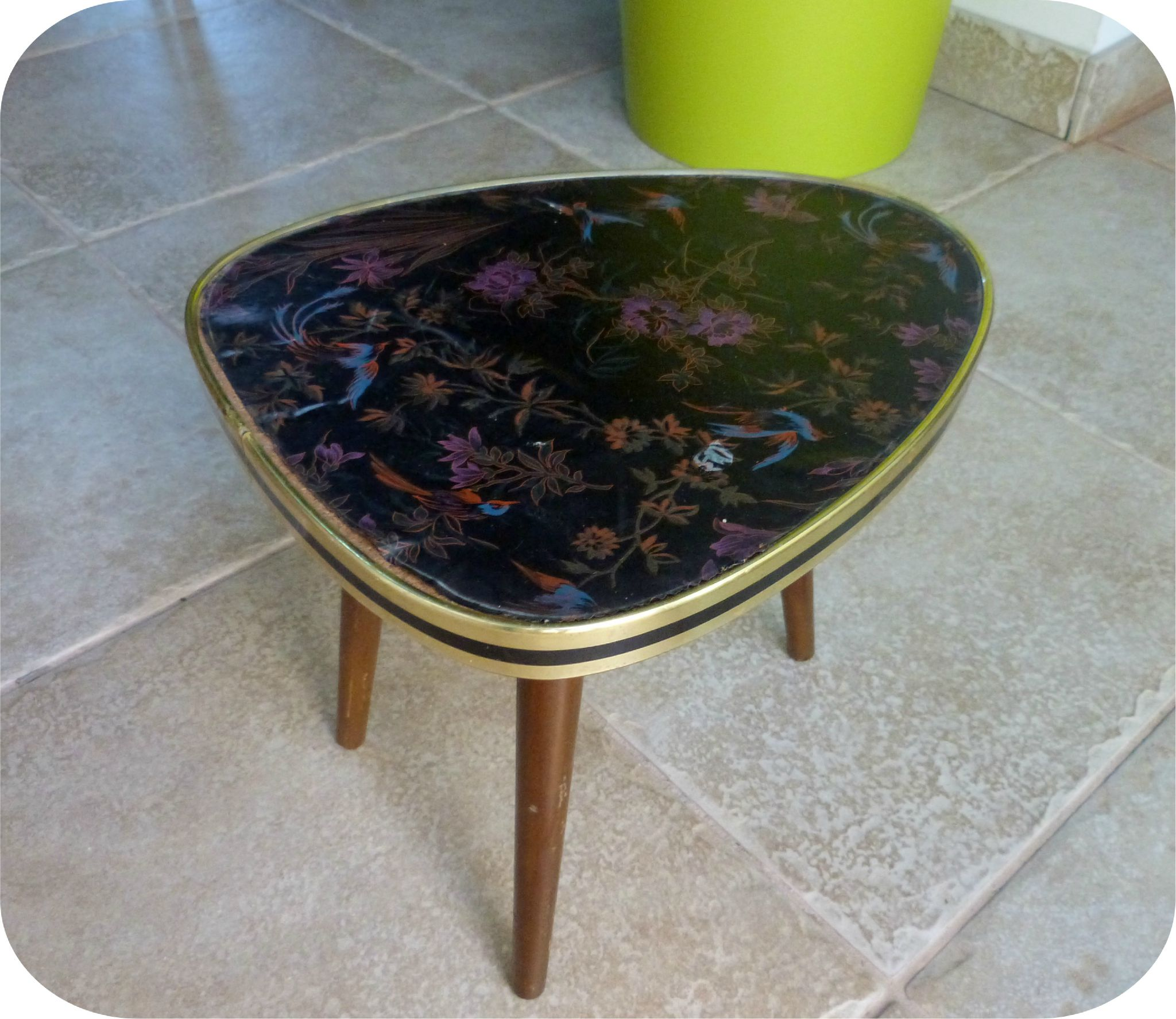 table tripode avant