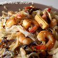 Nouilles de riz thaïlandaises aux légumes et crevettes