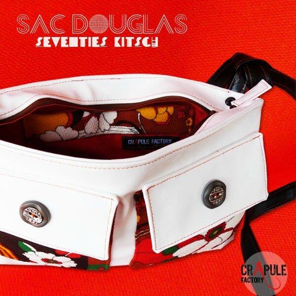 sac-a-main-de-createur-douglas-original-kitsch-decale-simili-cuir-blanc-fleurs-seventies-et-bouton44