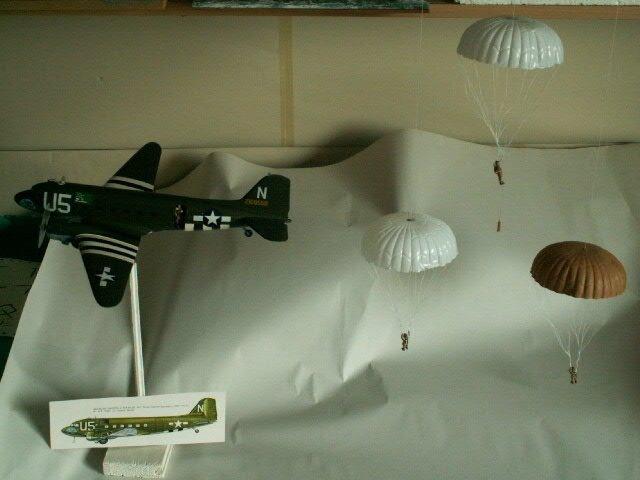 avion DOUGLAS C-47 SKYTRAIN ET LES PARACHUTISTES (1)