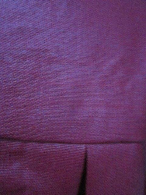 Ciré AGLAE en LIN enduit rouge hermes fermé par 2 pression dissimulés sous 2 boutons recouverts dans le même tissu (1)