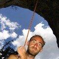 Orpierre, été 2006 : Le Gwen des cavernes en train d'assurer Car