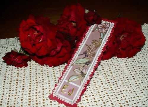 Marque page parmi mes roses
