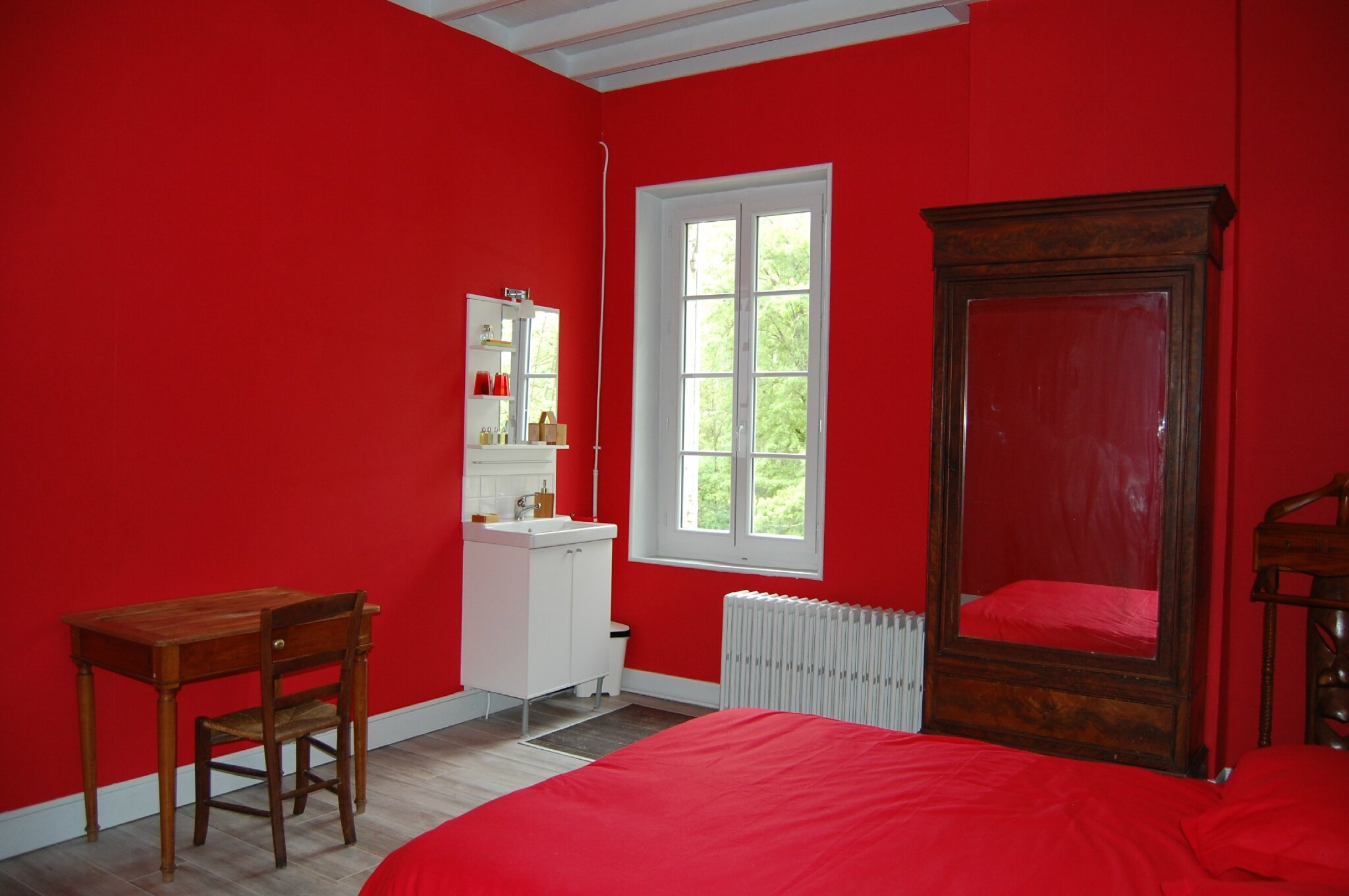 Chambre En Rouge Et Gris - Fashion Designs