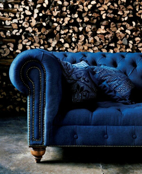 canape-chesterfield-velours-bleu