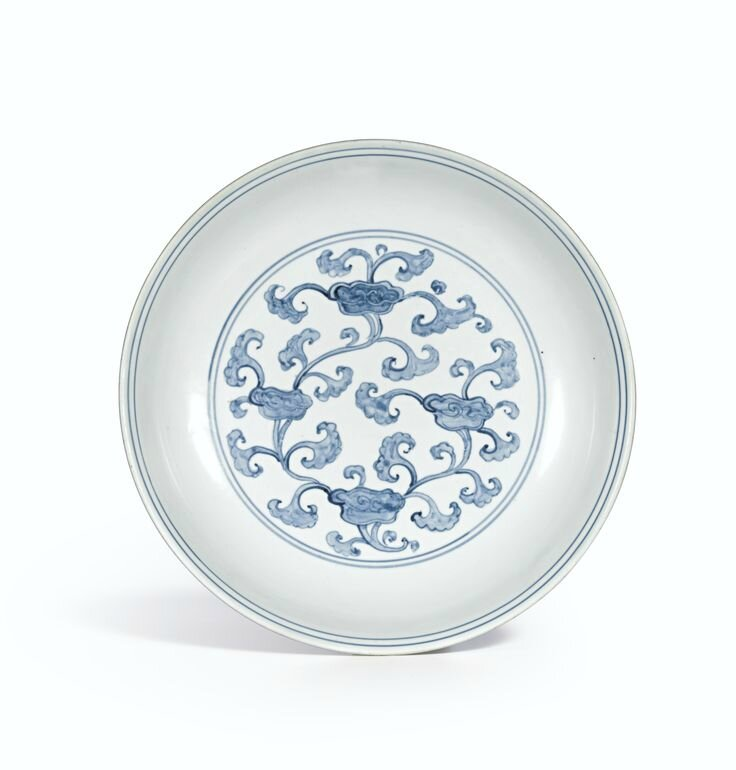 A rare blue and white 'Lingzhi' dish, Ming Dynasty, Chenghua-Hongzhi period