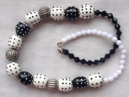 collier hérisson blanc et noir