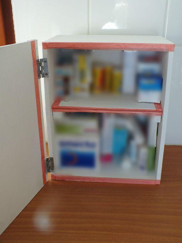 Diy d co r cup faire une armoire pharmacie avec une caisse en bois st phanie bricole - Comment deplacer une armoire lourde facilement ...