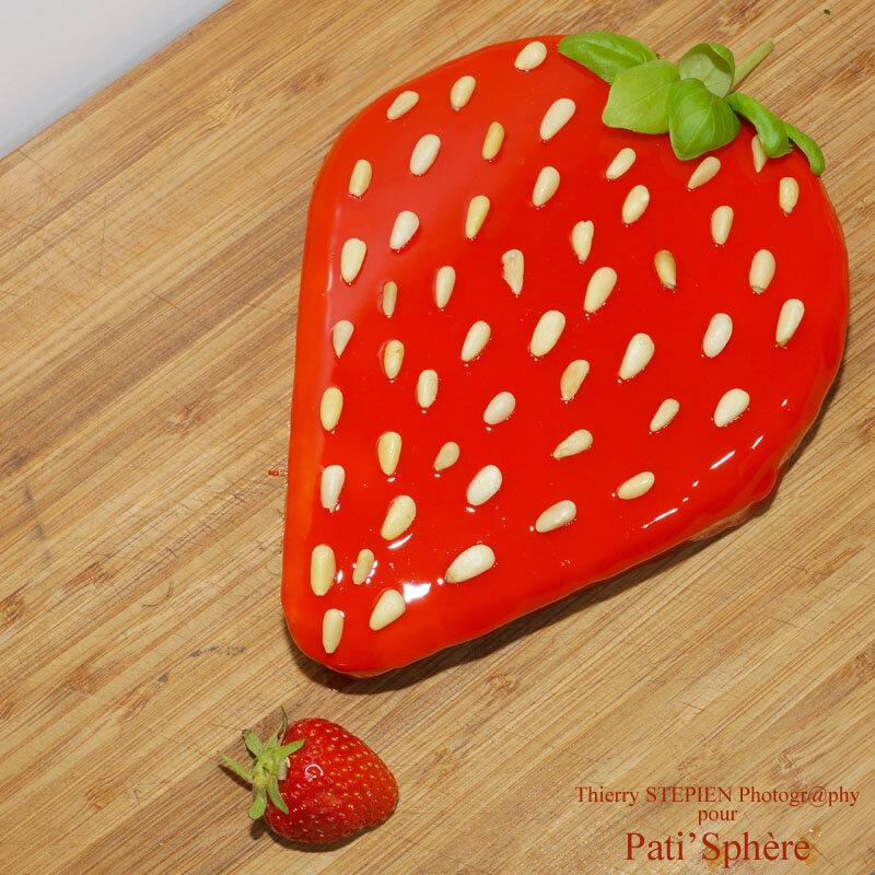 Ram ne ta fraise pati 39 sph re for Glacage miroir fraise