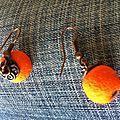 Boucle pendante orange