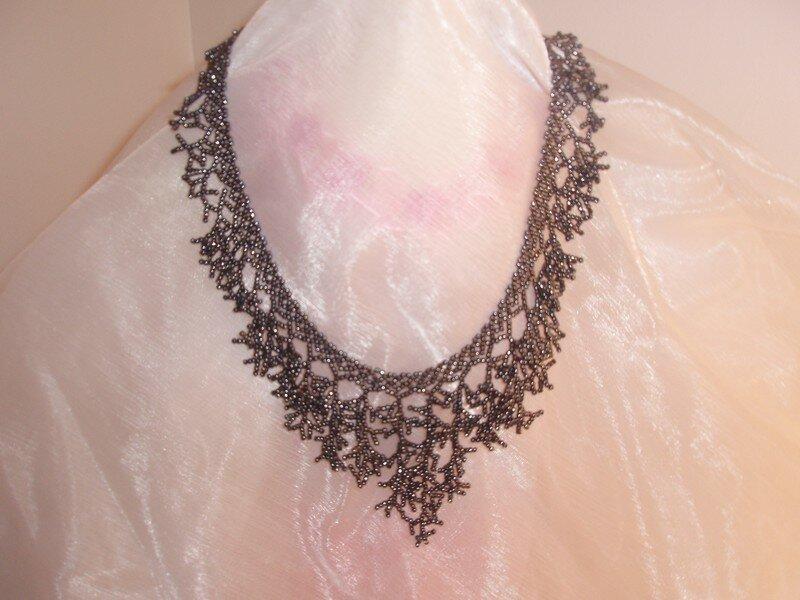 collier black coral perles de rocaille ma vie de. Black Bedroom Furniture Sets. Home Design Ideas