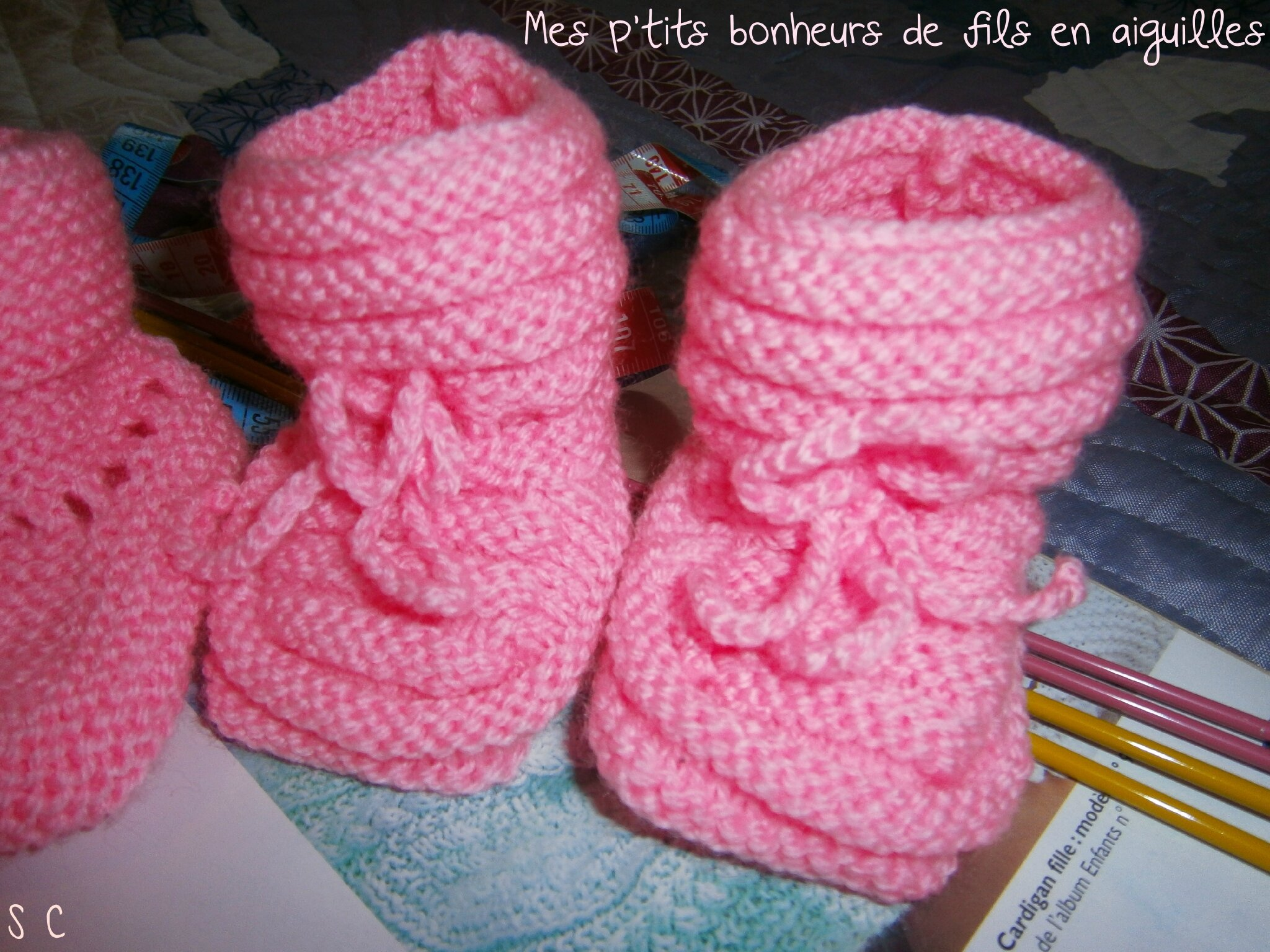 explication tricot layette chaussons