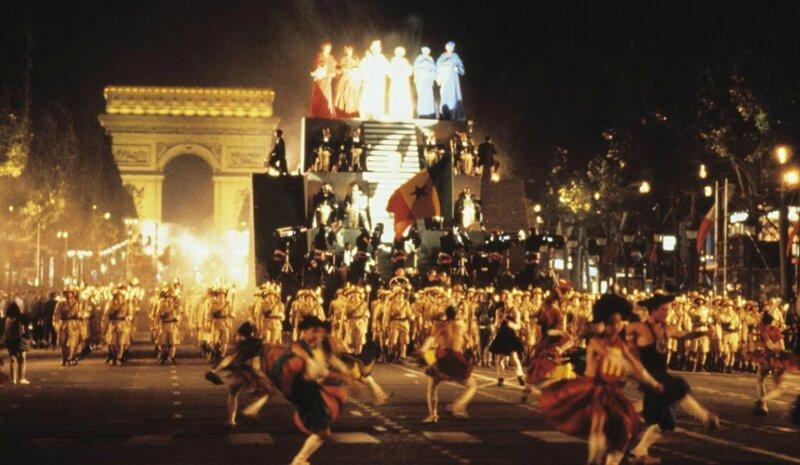 Bicentenaire_-Paris-reine-du-monde_article_landscape_pm_v8_Doudou_N'diaye_rose