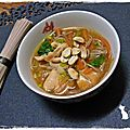 Soupe au poulet et aux nouilles Soba