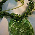 collier pendentif dentelle vert
