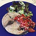 Thon à la plancha, garniture de tomates câpres et basilic