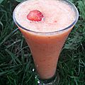 Smoothie fraises-poire-orange parfumé gingembre
