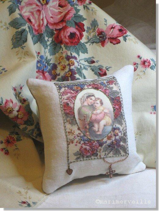 Marimerveille coussin Marie aux fleurs (kit transfert)