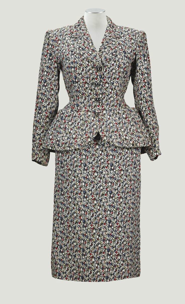 Balenciaga Haute Couture, printemps-été 1950. Tailleur de jour à motif de fleurs, boutons en céramique hématite