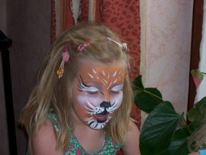 Grrr... ce tigre est en train de capturer une proie?