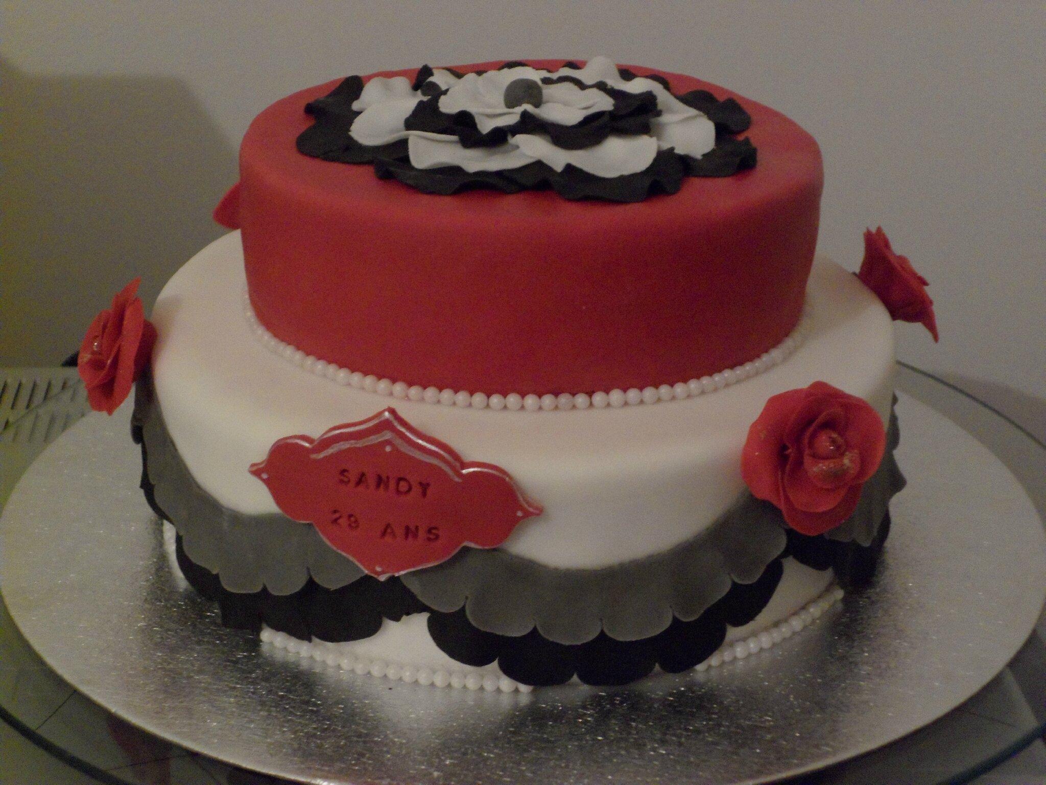 Pin petit garcon et son gateau d anniversaire avec cadeau cake on pinterest Gateau anniversaire garcon