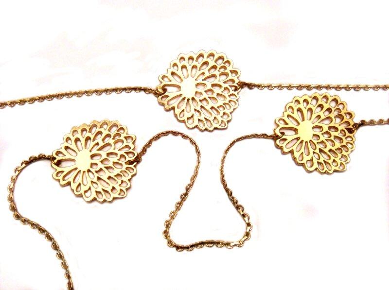 1- détail sautoir fleurette plaqué or