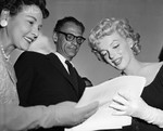 1958_05_21_new_york_signing_autograph_010_1