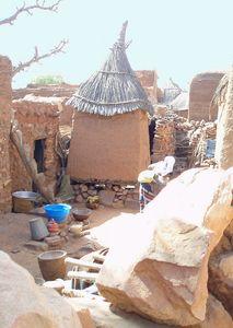 à l'intérieur d'une concession dogon Mali