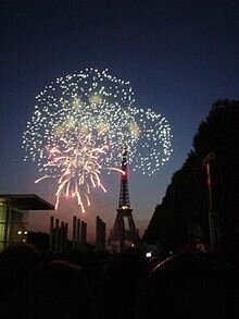 220px-14_July_fireworks_in_Paris