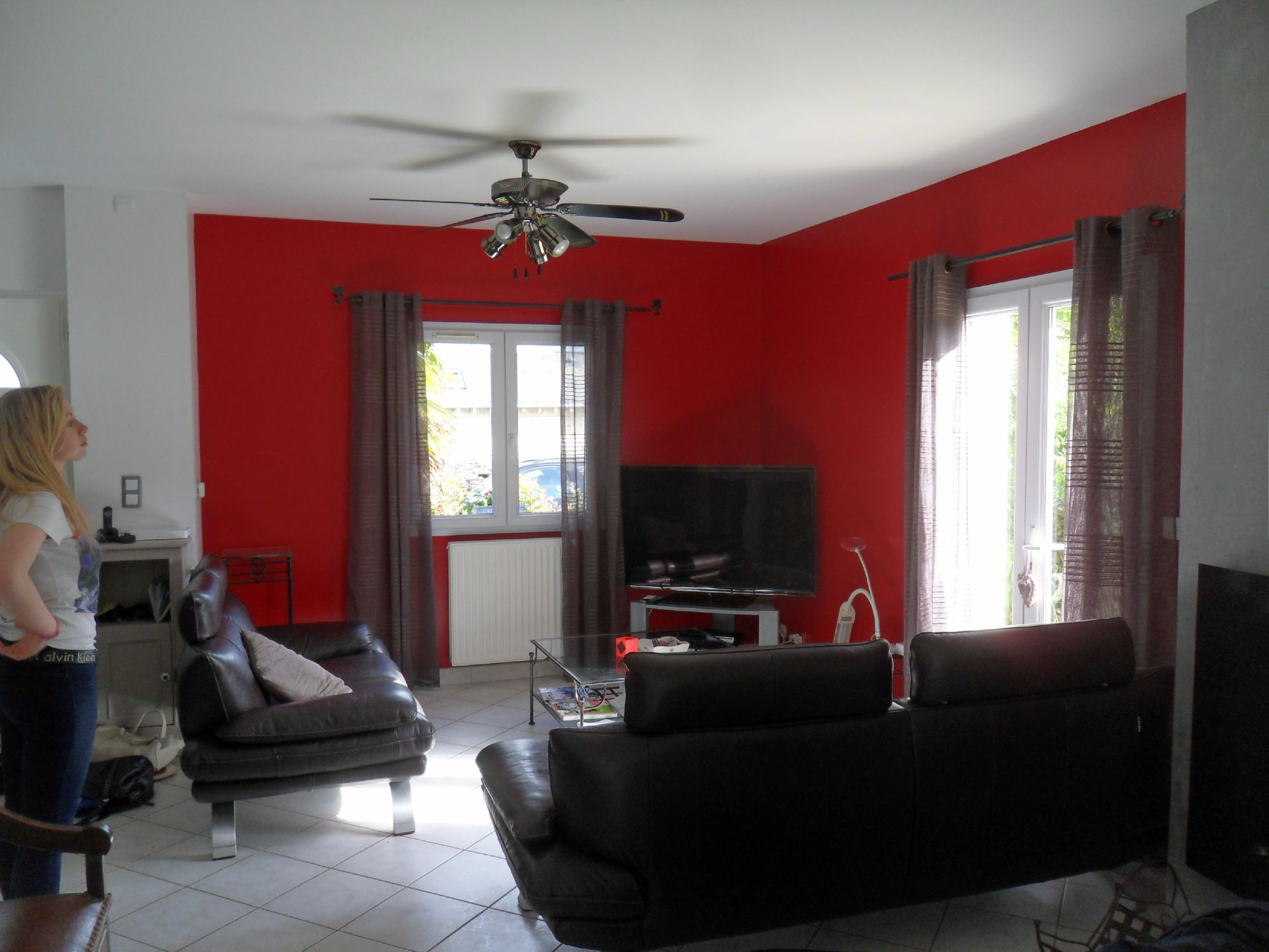 Decoration mur rouge - Deco salon gris rouge ...