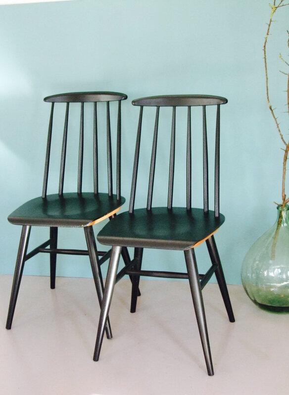 chaises tapiovaara must meubles vintage pataluna chin s d nich s et d lur s. Black Bedroom Furniture Sets. Home Design Ideas