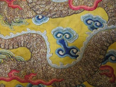 A_yellow_silk_ground_embroidered_dragon_robe3