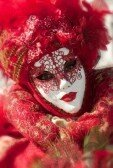 12725300-traditionnel-masque-rouge-du-carnaval-de-venise