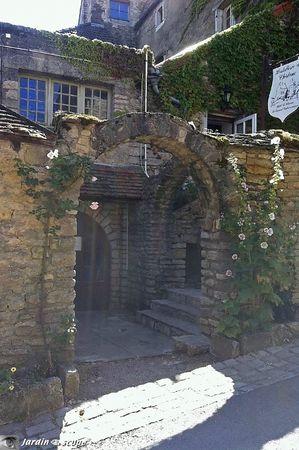 Rue-de-Chateauneuf-en-Auxois-4