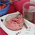 Glace au yaourt, bananes, framboises & grué de cacao