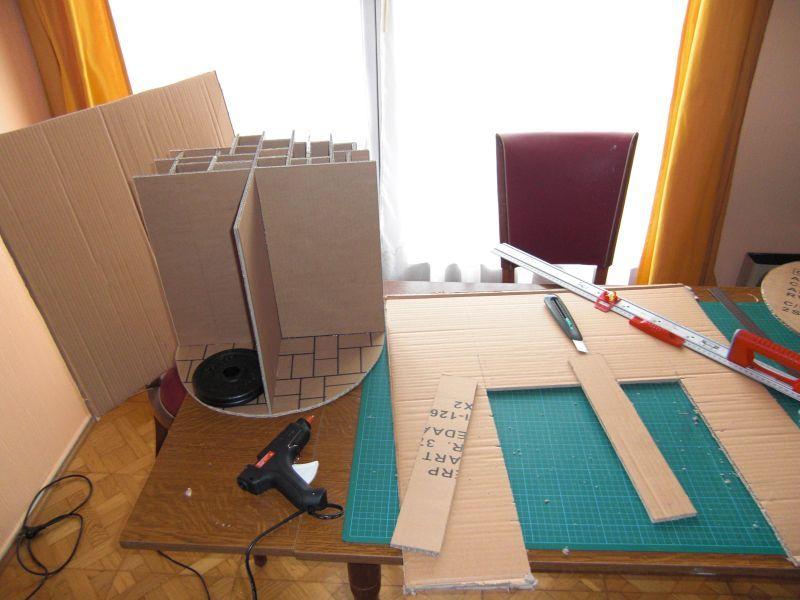 pouf rond en carton 1 2 les bidouilles d 39 estelle. Black Bedroom Furniture Sets. Home Design Ideas
