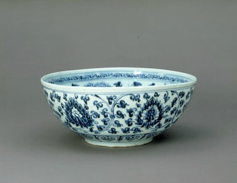Bowl with lotus and chrysanthemum scrolls, China, Ming dynasty, Hongwu period (1368-1398)